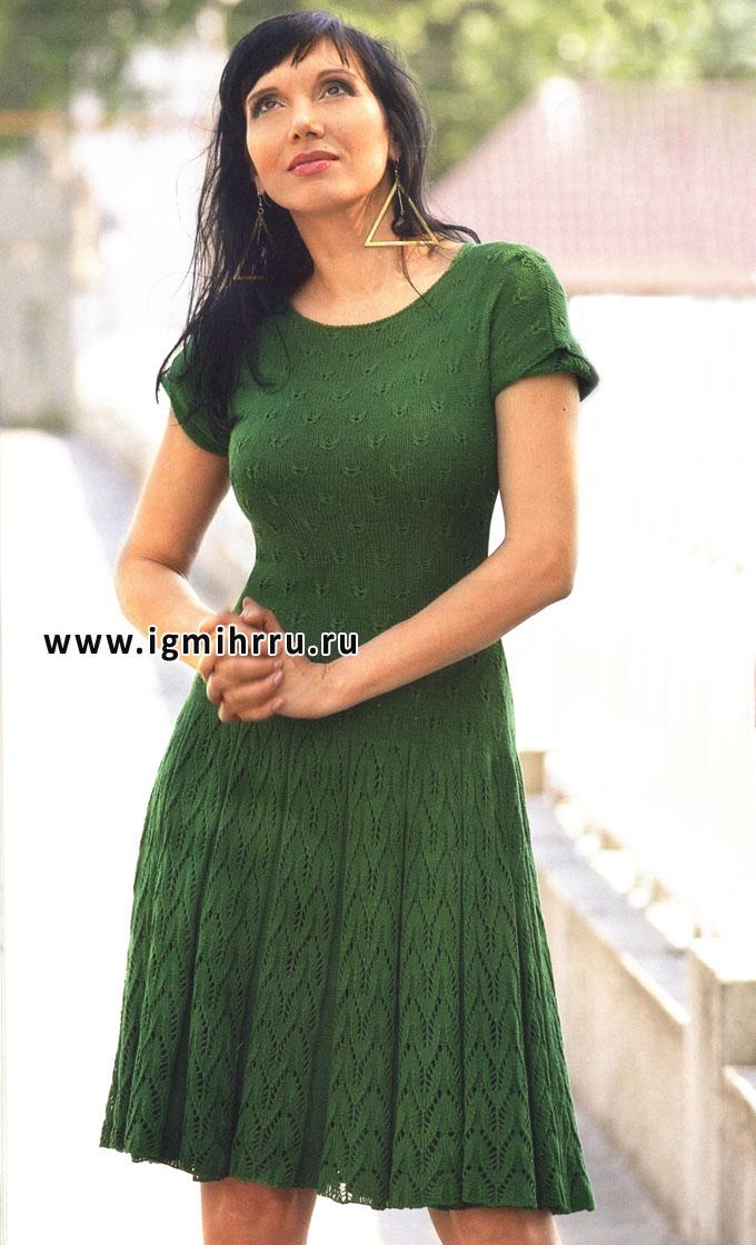 Зеленое летнее платье с узором бабочка. Спицы