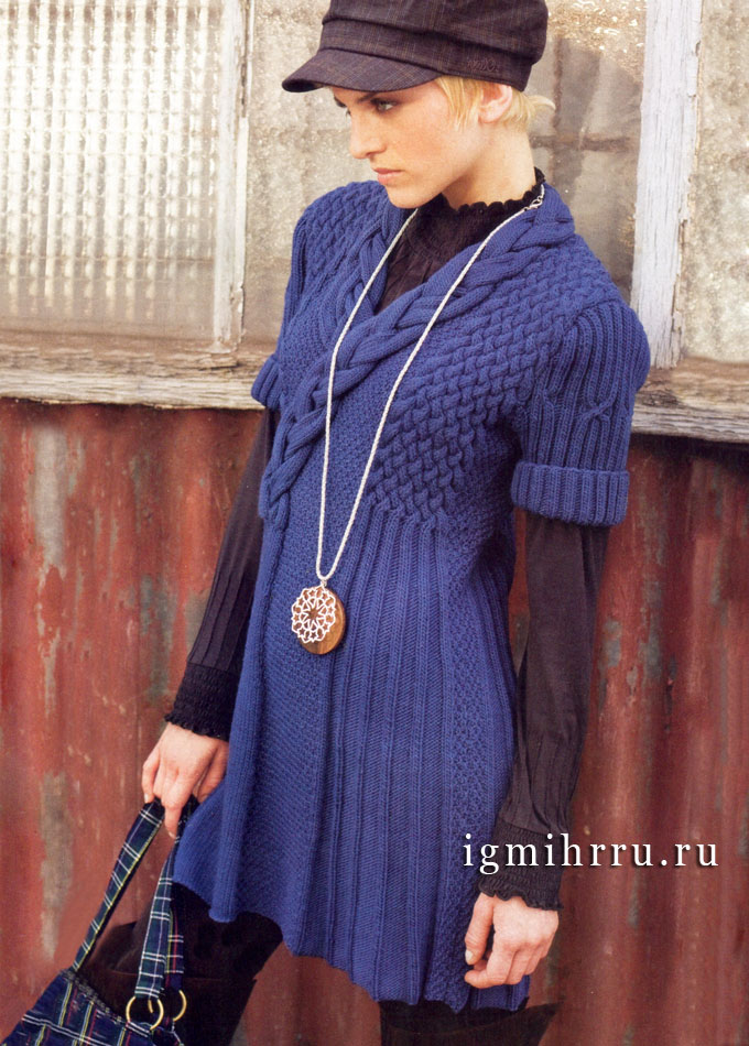 Многообразие узоров. Рельефное платье синего цвета из мериносовой шерсти. Спицы