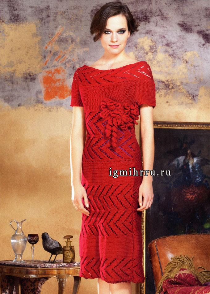 Яркое красное платье с ажурными узорами и кружевными цветами. Вязание спицами и крючком