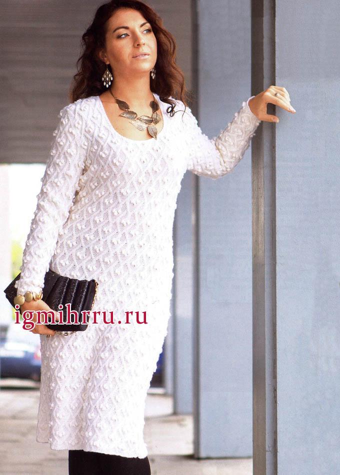 Белое шерстяное платье из фантазийного узора с шишечками. Вязание спицами