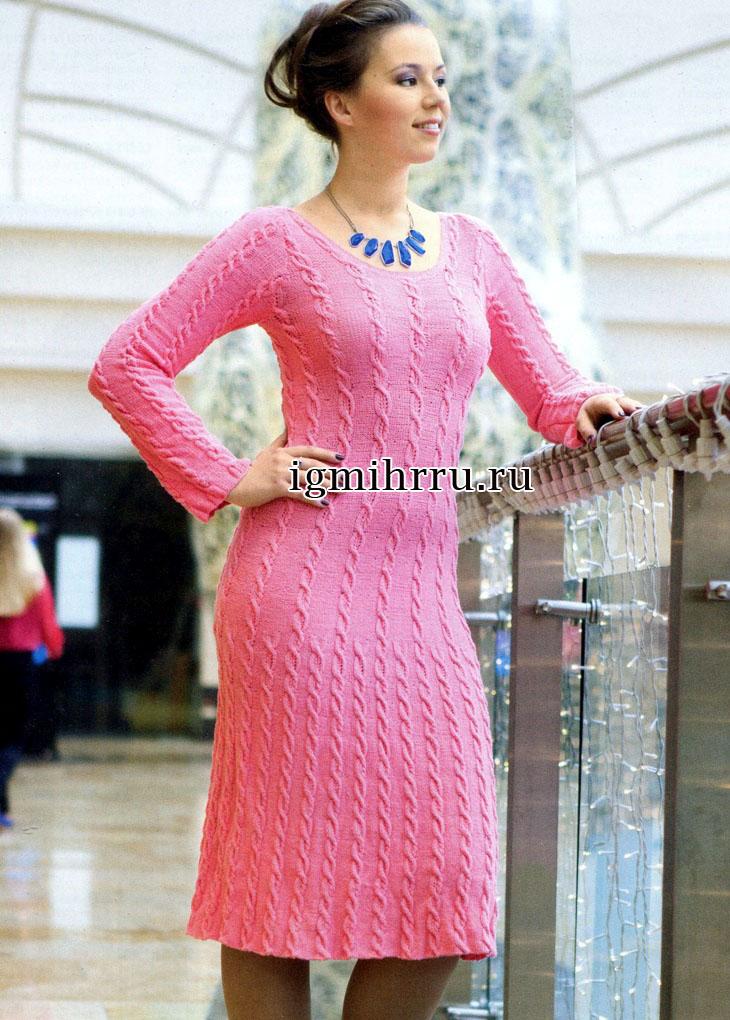 Элегантное розовое платье с узором из кос. Вязание спицами