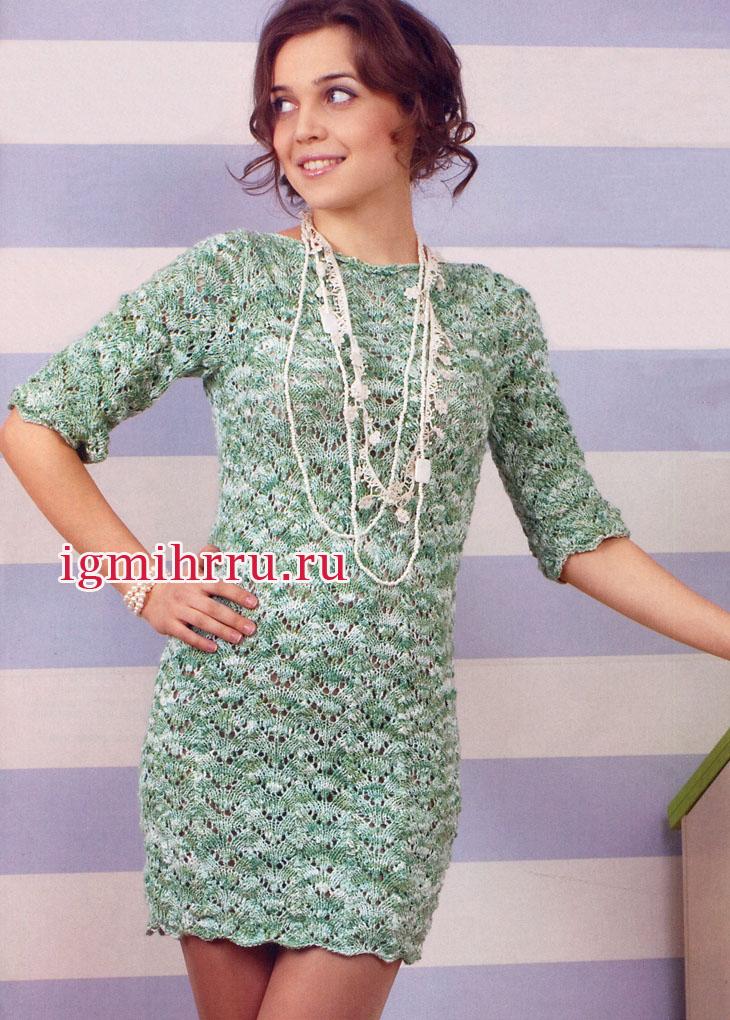 Ажурное мини-платье в зелено-белых тонах, с узором галочки. Вязание спицами