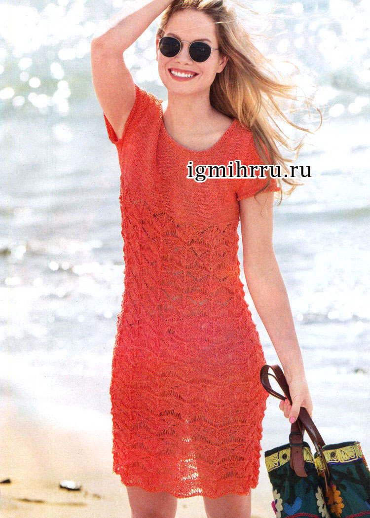 Легкое летнее платье красного цвета, с ажурным узором. Вязание спицами