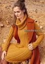 Теплое платье цвета карри с рельефными узорами, дополненное снудом. Спицы