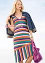 Платье с разноцветными полосками и скошенной линией низа. Спицы