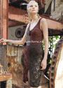 Приталенное платье с ажурным узором и на бретелях. Спицы