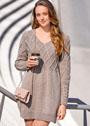 Элегантное шерстяное платье с миксом узоров. Спицы