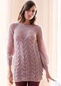 Розовое теплое мини-платье с узором из кос. Спицы