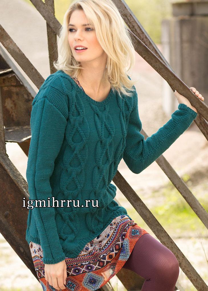 Иссиня-зеленый пуловер с фантазийными косами. Вязание спицами