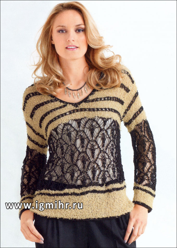 Пуловер с черным ажурным узором и полосами из дырочек. Спицы
