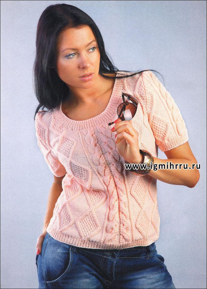 Персиковый пуловер с узором из ромбов и кос. Спицы