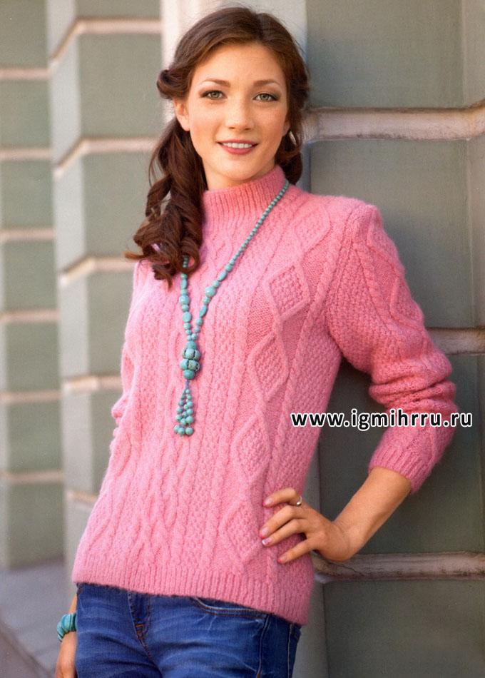 Теплый розовый пуловер с косами и ромбами. Спицы