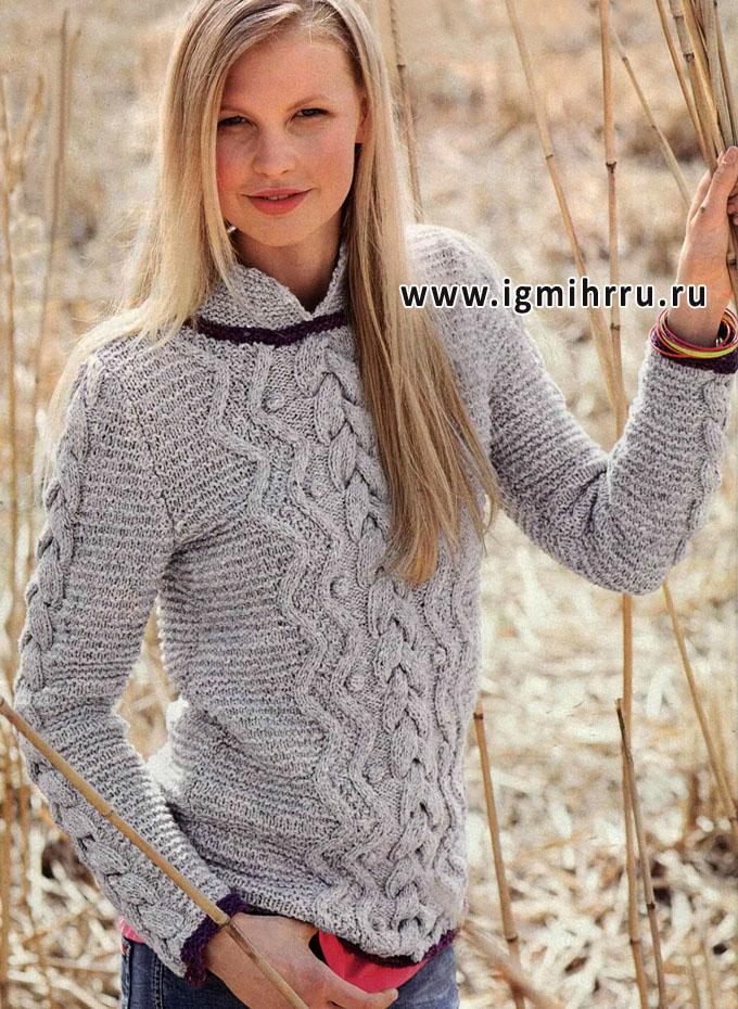 Светло-серый пуловер с красивыми рельефными узорами. Спицы