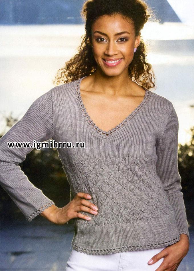 Серый пуловер с узором из вытянутых петель и кружевной обвязкой. Спицы