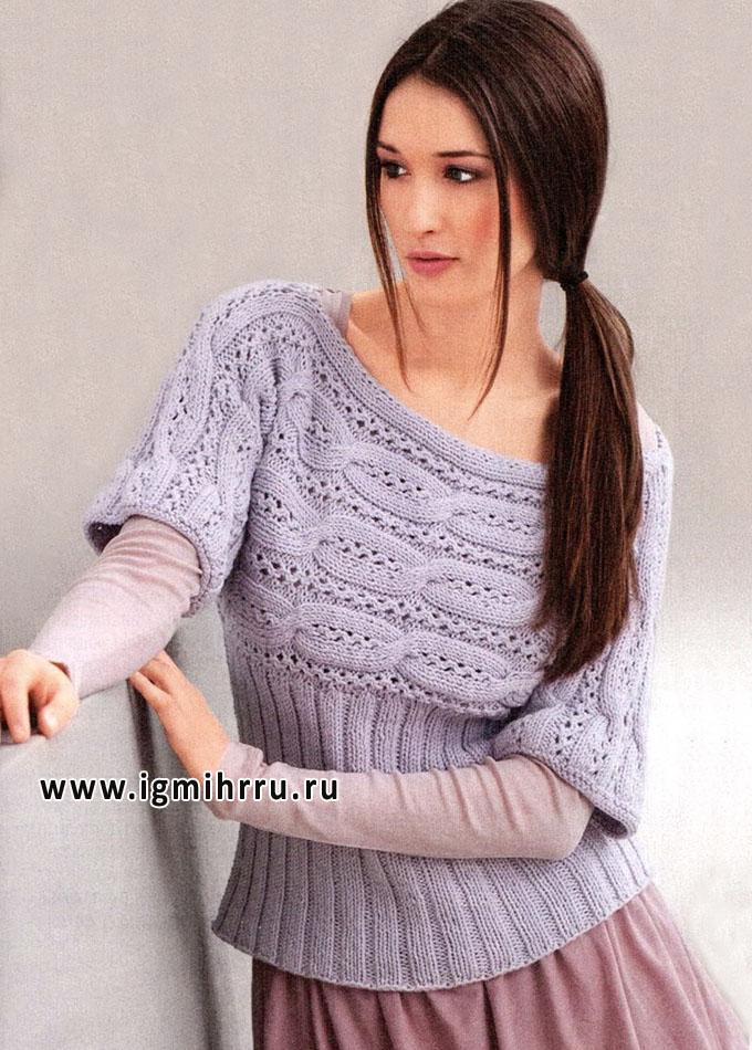 Голубой пуловер с верхней частью, связанной поперек выразительными косами. Спицы