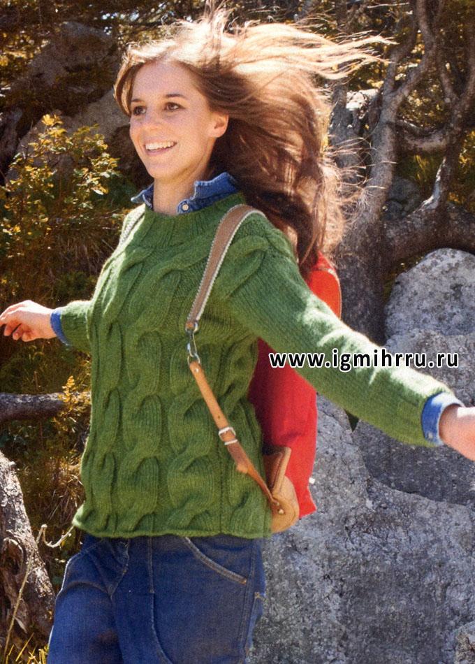 Теплый зеленый джемпер с крупными косами. Спицы