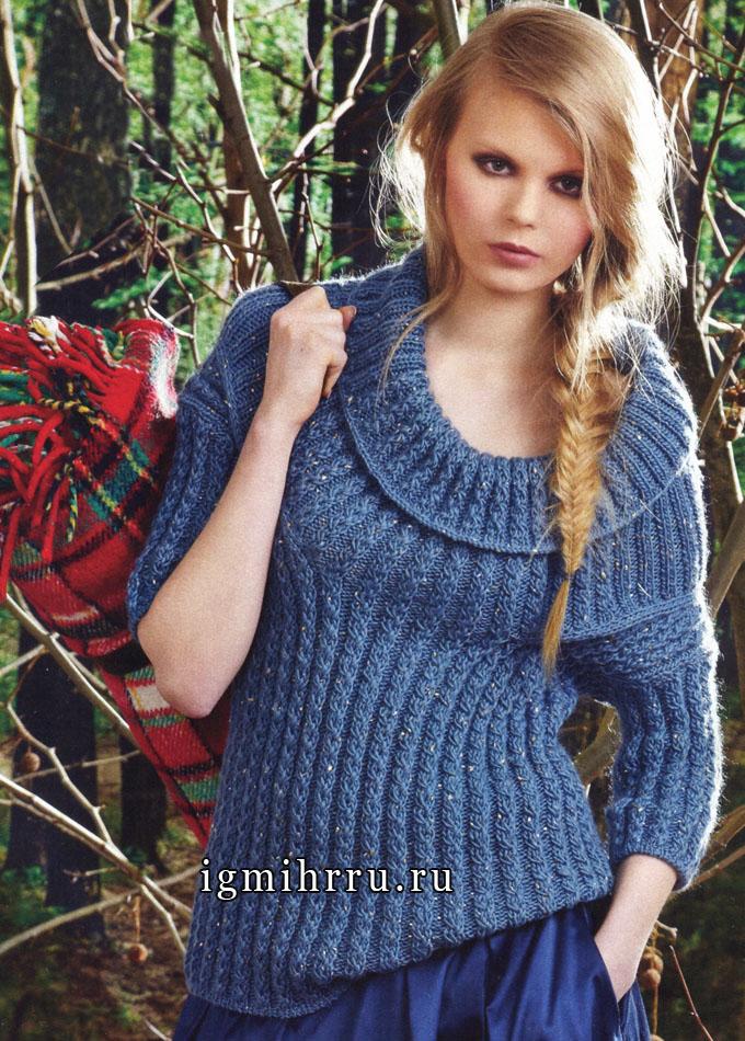 Пуловер из голубой мерцающей пряжи, связанный фантазийной резинкой, от итальянских дизайнеров. Спицы