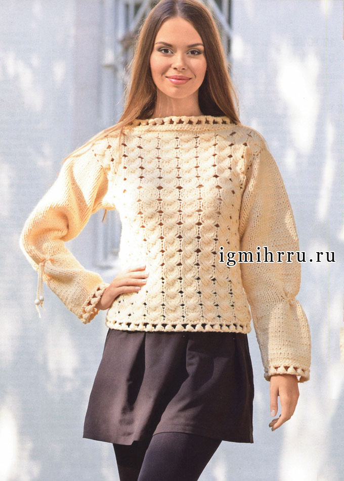 Пуловер персикового цвета с выразительным узором и обвязкой. Спицы и Крючок