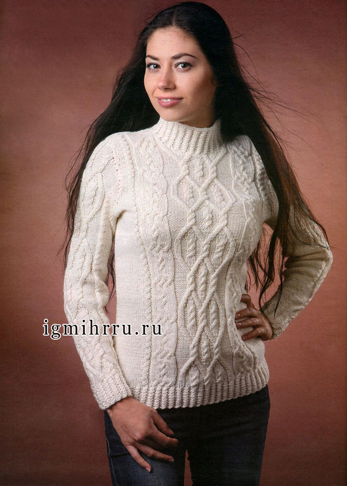 Роскошный белый пуловер с многообразием рельефных узоров. Спицы
