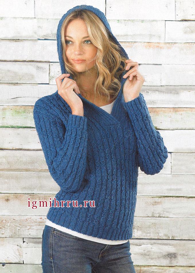 Теплый синий пуловер из рельефных узоров, с капюшоном, от финских дизайнеров. Спицы