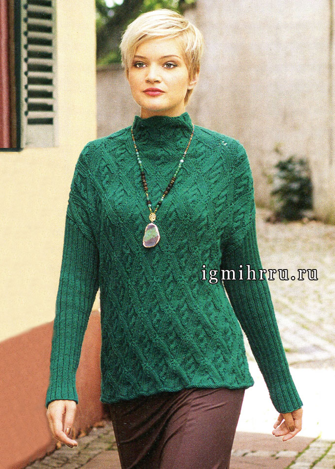 Изумрудно-зеленый пуловер из ромбов с косами. Спицы