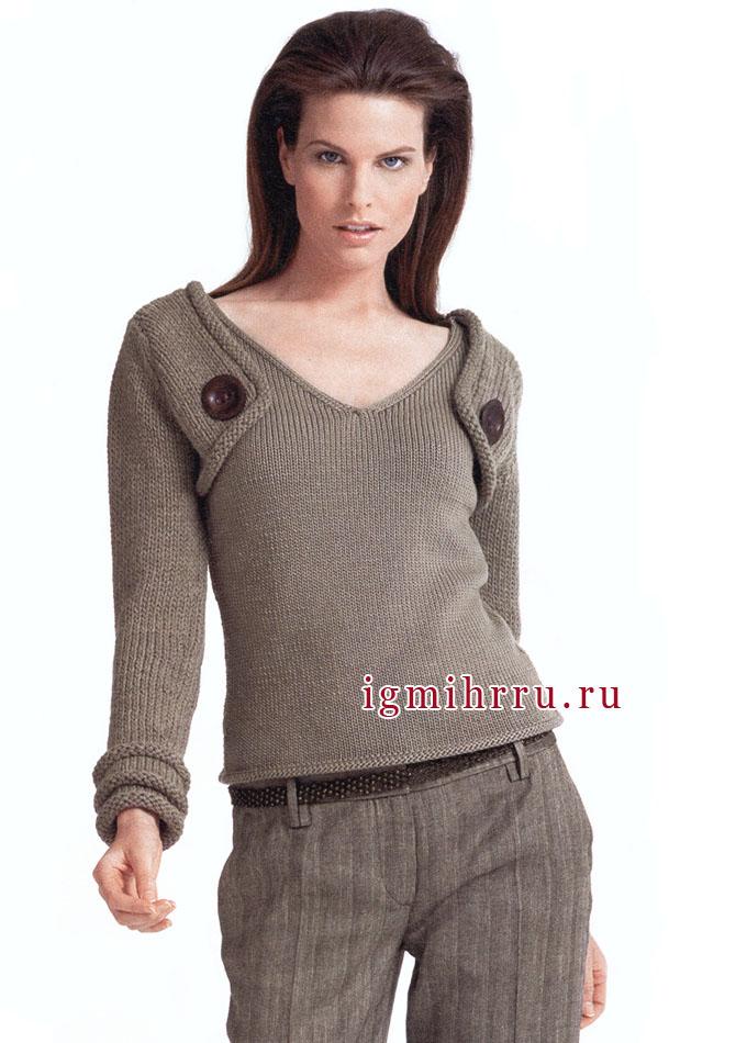 Изысканный бежевый пуловер классического покроя. Вязание спицами