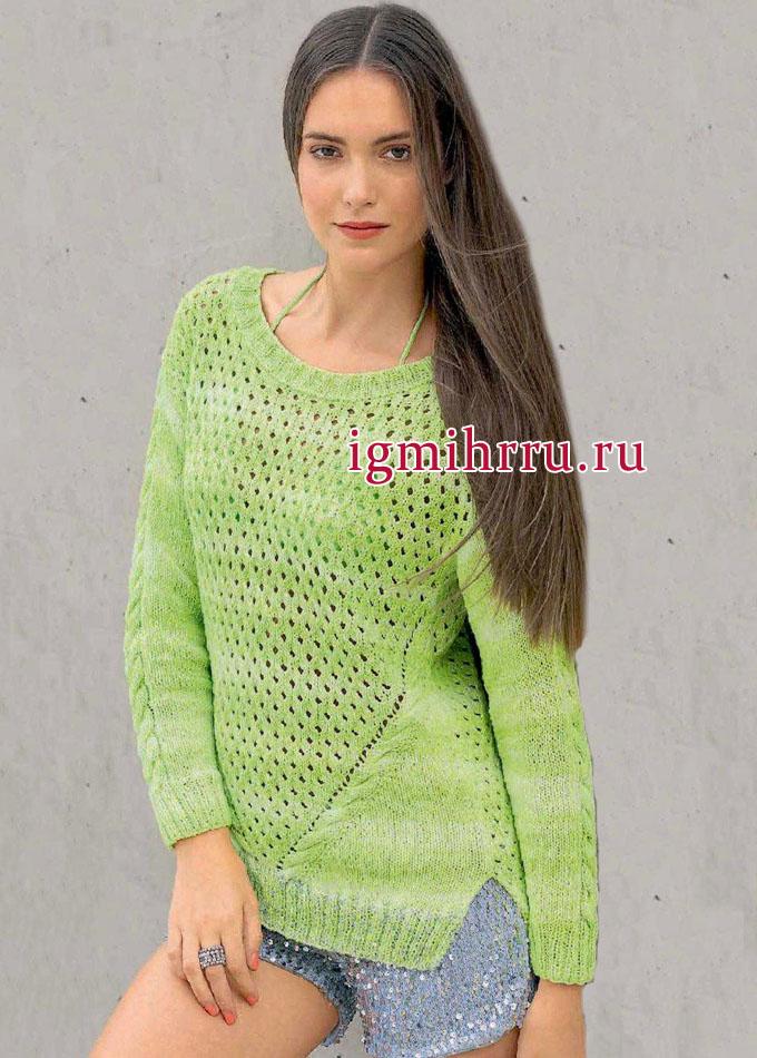 Зеленый пуловер с наклонными косами и структурным сетчатым узором. Вязание спицами