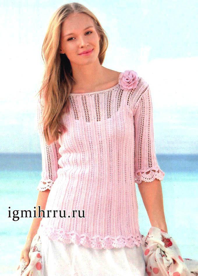 Нежно-розовый летний пуловер с ажурной отделкой. Вязание спицами и крючком
