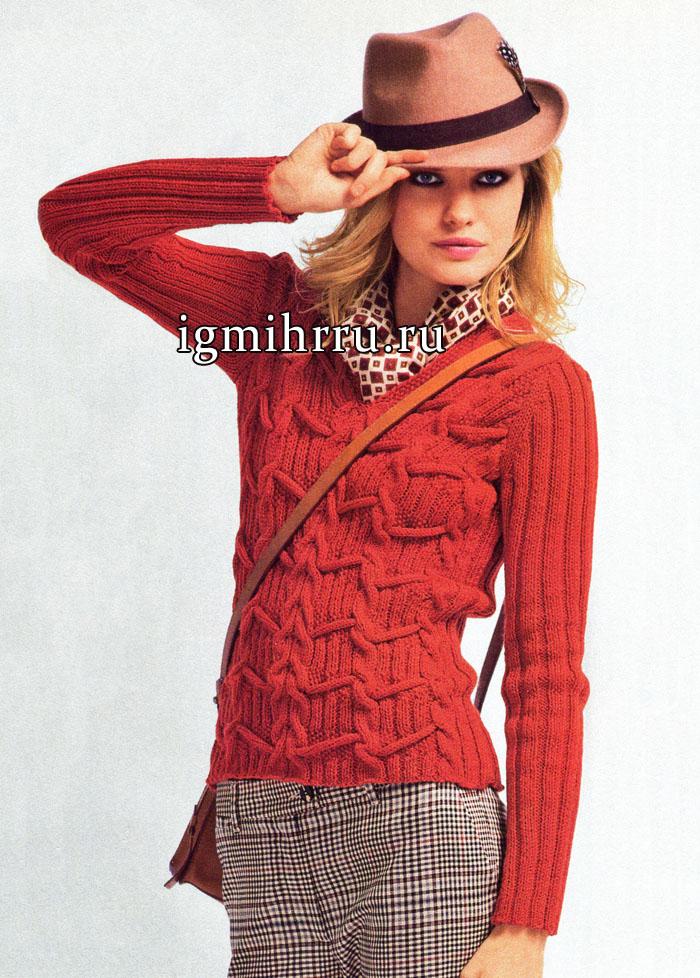 Теплый пуловер кирпичного цвета с сочетанием вертикальных и горизонтальных рельефов. Вязание спицами