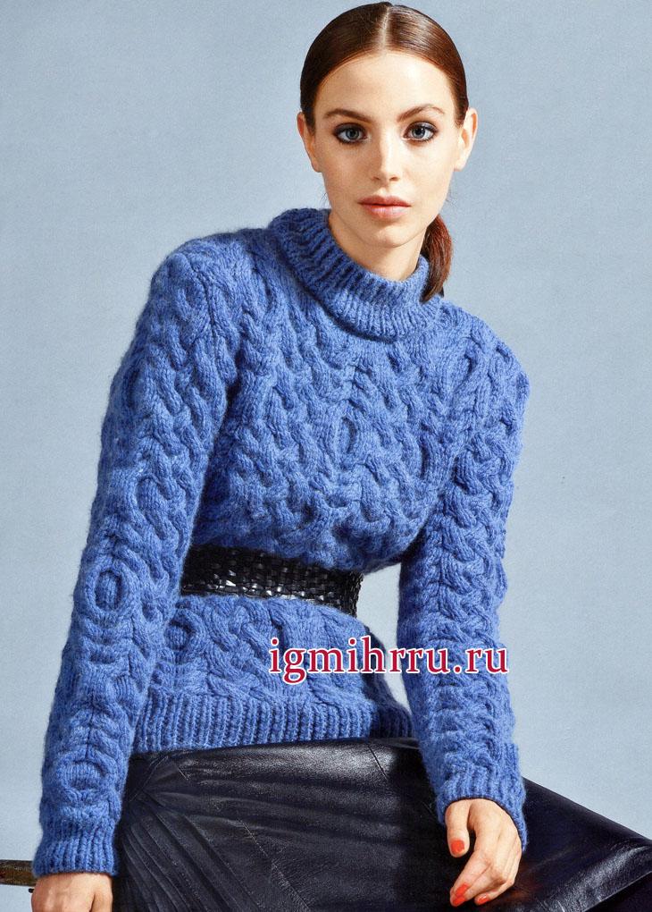 Теплый сине-голубой пуловер с красивым фантазийным узором. Вязание спицами