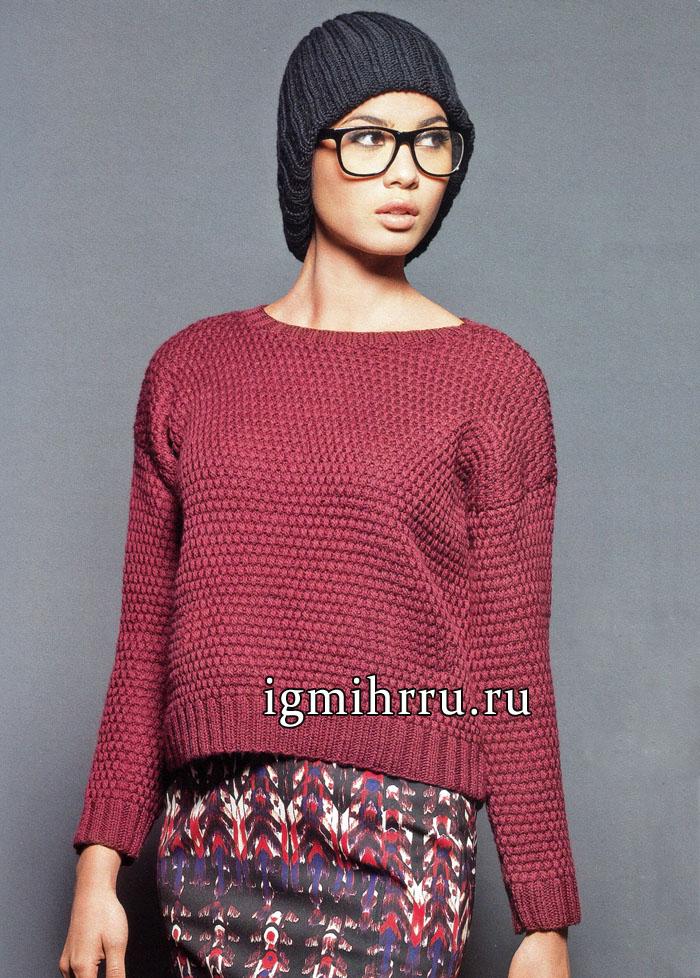 Пуловер темно-малинового цвета из мохера с добавлением шерсти, связанный в поперечном направлении. Вязание спицами