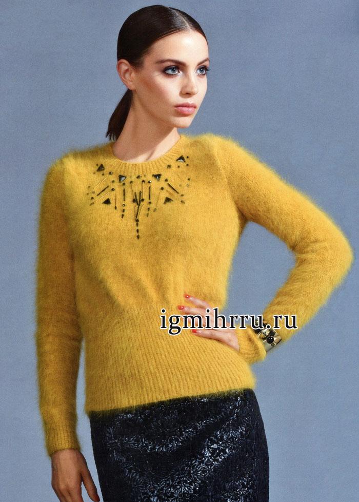 Мягкий и теплый пуловер желтого цвета из ангоры, украшенный бусинами разных форм. Вязание спицами