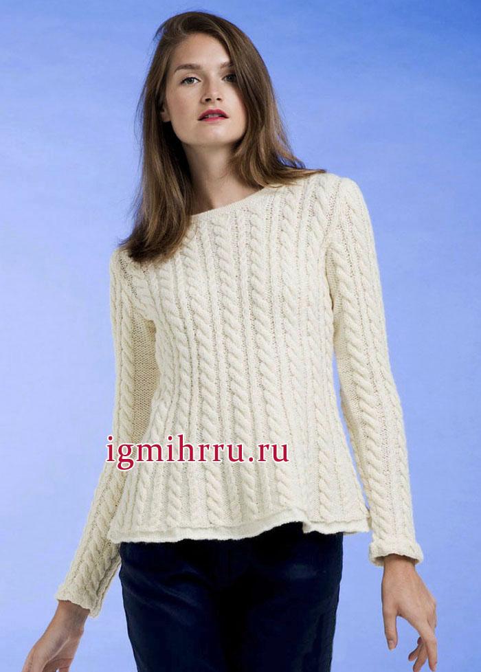 Белый шерстяной пуловер с узорами из кос. Вязание спицами