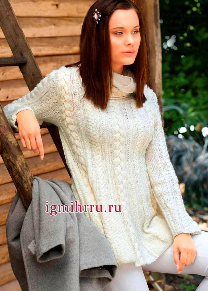 Расклешенный белый пуловер с чередованием кос и резинки. Вязание спицами