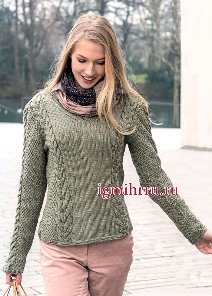 Теплый пуловер светло-оливкового цвета с косами. Вязание спицами