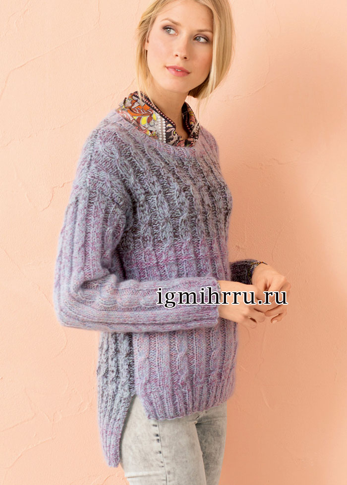 Меланжевый пуловер с удлиненной спинкой и косами. Вязание спицами