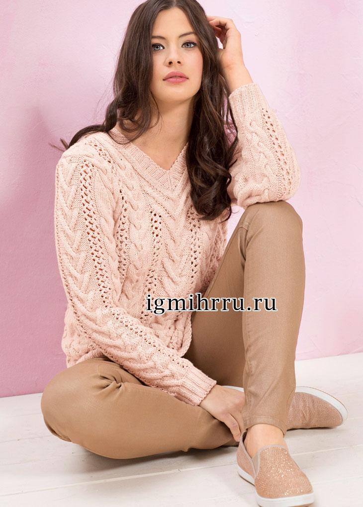 Пуловер цвета пудры с вертикальными ажурными полосами и рельефными косами. Вязание спицами