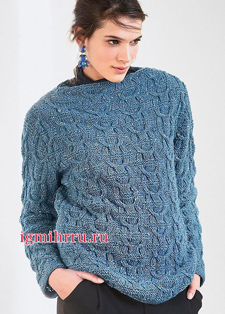 Серо-голубой теплый пуловер со структурным узором из кос. Вязание спицами
