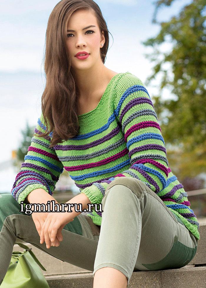 Универсальный светло-зеленый пуловер с разноцветными рельефными полосками. Вязание спицами