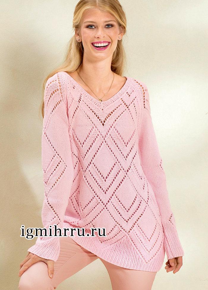 Удлиненный розовый пуловер с крупным ажурным узором из ромбов. Вязание спицами