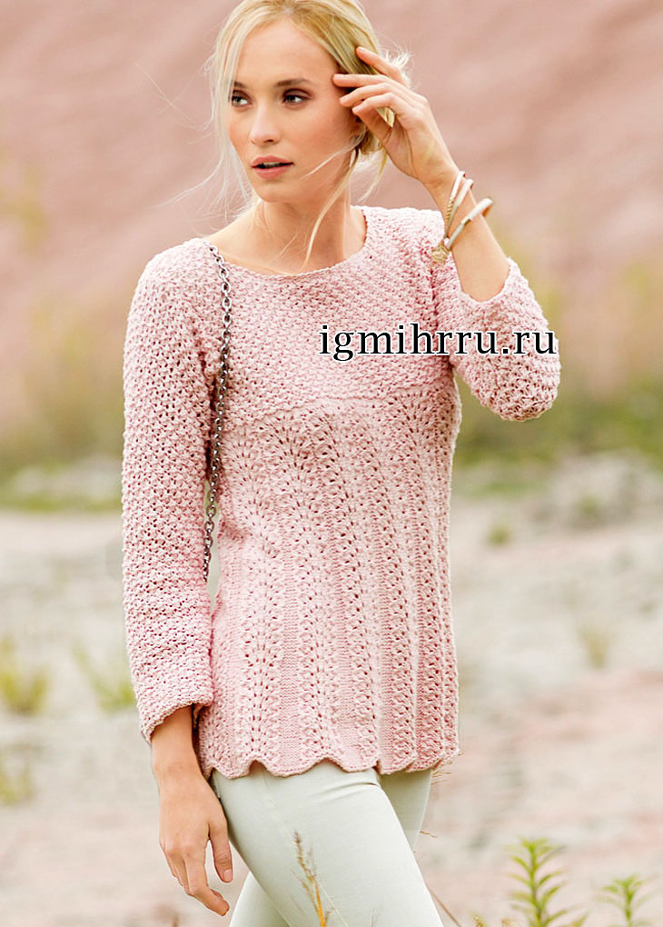 Расклешенный розовый пуловер с павлиньим узором. Вязание спицами