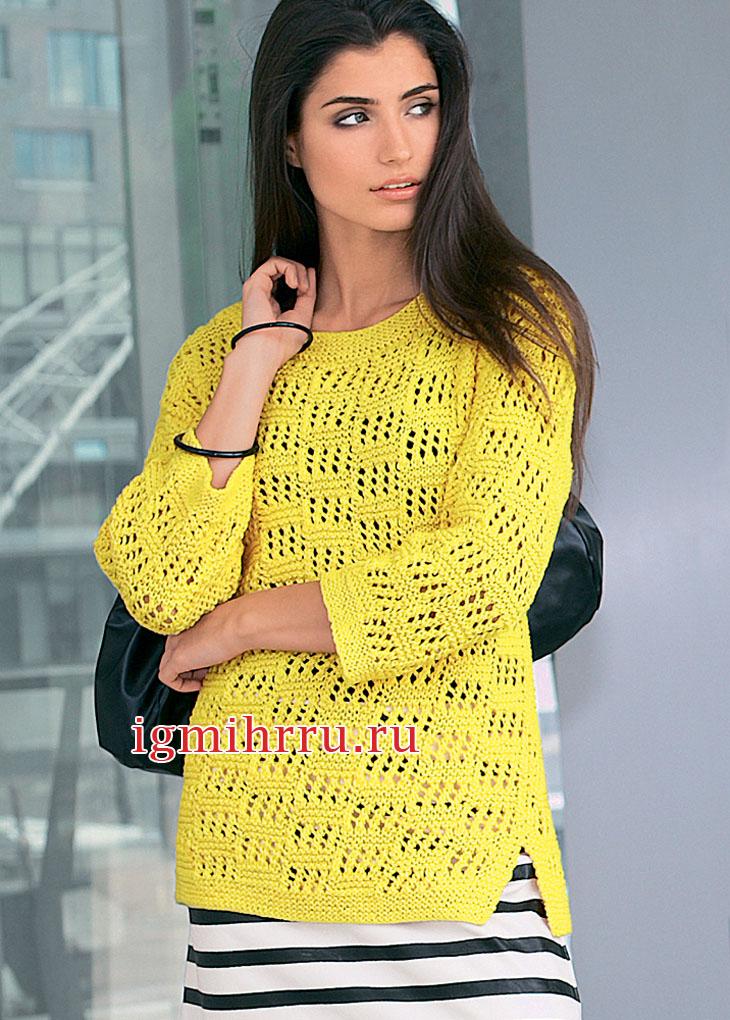 Желтый пуловер с ажурным узором и боковыми разрезами. Вязание спицами
