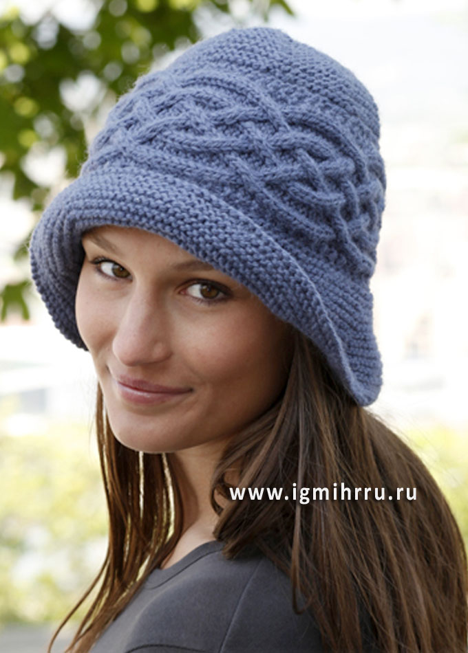 Голубая шляпка с арановыми узорами, от Drops Design. Спицы