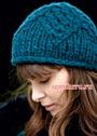 Синяя теплая шапочка с ромбами. Спицы