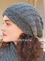 Объемная теплая шапочка из серой пряжи секционного крашения. Спицы