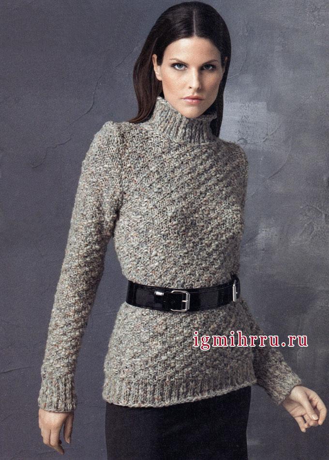 Классический серый свитер.