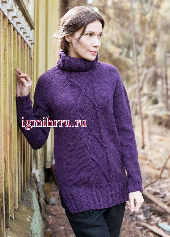 Теплый свитер фиолетового цвета с центральным рельефным узором, от финских дизайнеров. Вязание спицами