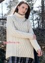 Теплый белый свитер с рельефными узорами. Спицы