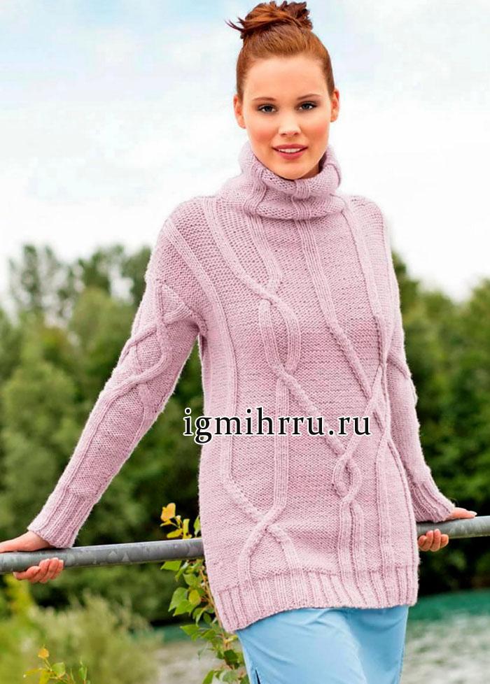 Удлиненный розовый свитер с размашистым узором из кос. Вязание спицами