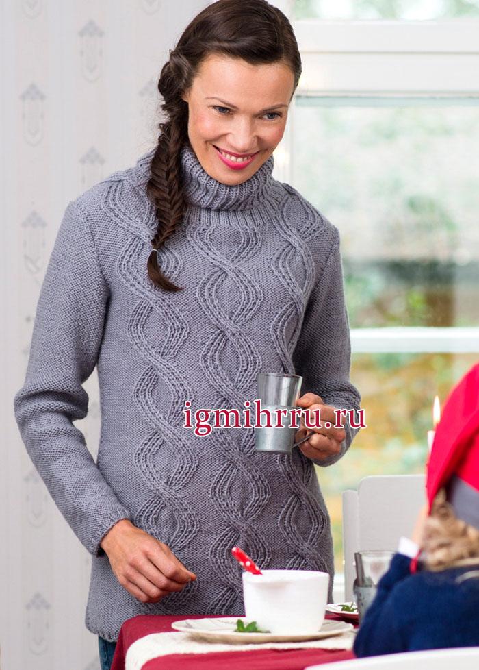 Уютный серый свитер с плетеным рельефным узором. Вязание спицами
